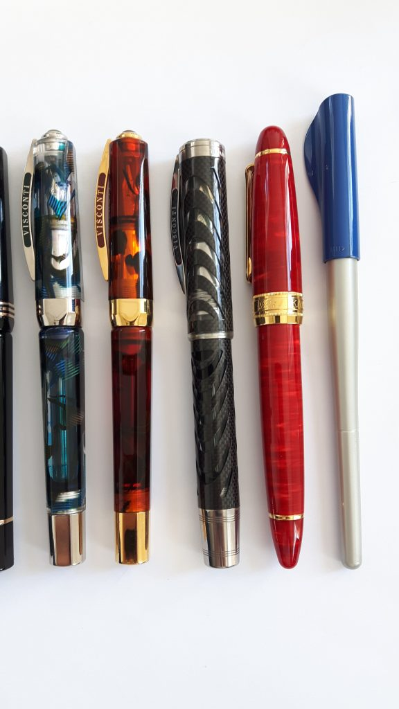From left to right: Visconti Opera Master Demonstrator, Visconti Opera Master Tobacco, Visconti Carbon Dream, Classic Pens LB5, Pilot Parallel 6mm.